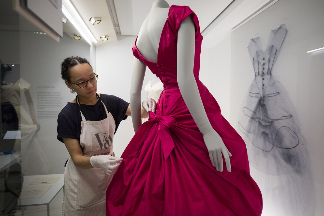 balenciaga shaping fashion  London's V&A – 'Balenciaga Shaping Fashion' | MalenDyer